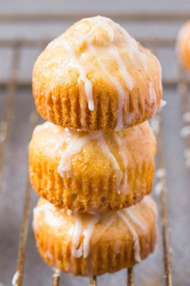 Healthy ONE BOWL BLENDER Cinnamon Roll Muffins- These quick, easy and fuss-free muffins are light and fluffy on the inside and tender on the outside- Topped with a double glaze which is completely sugar free and healthy! NO butter, oil, flour, grains OR sugar! {vegan, gluten free, paleo recipe}- thebigmansworld.com