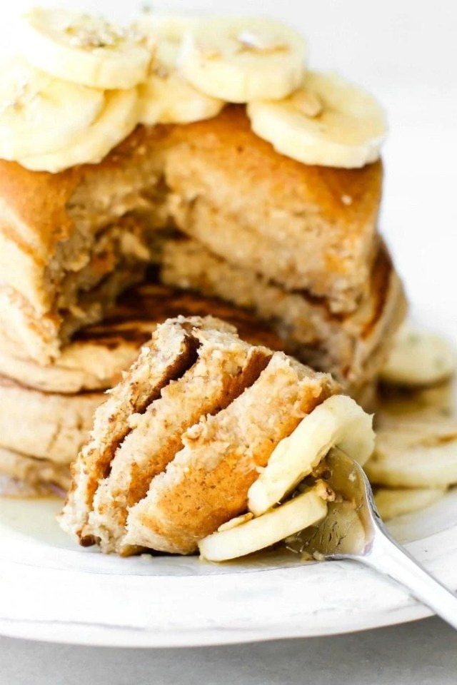 Thick and Fluffy Flourless Banana Oatmeal Pancakes