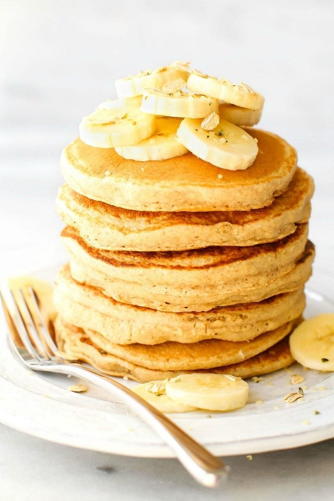 Thick and Fluffy Flourless Banana Smoothie Pancakes (V, GF)- Quick, easy and SUPER fluffy blender pancakes made with NO eggs, no flour and NO sugar! The perfect breakfast to keep you satisfied! {vegan, gluten free, sugar free recipe}- thebigmansworld.com