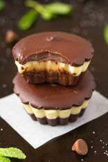 Healthy 3 Ingredient No Bake Junior Mint Cups (V, GF, P, DF)- Copycat candy bar cups just like an after eight or Andes mint candy, but completely guilt-free and ready in 5 minutes! {vegan, gluten free, paleo recipe}- thebigmansworld.com