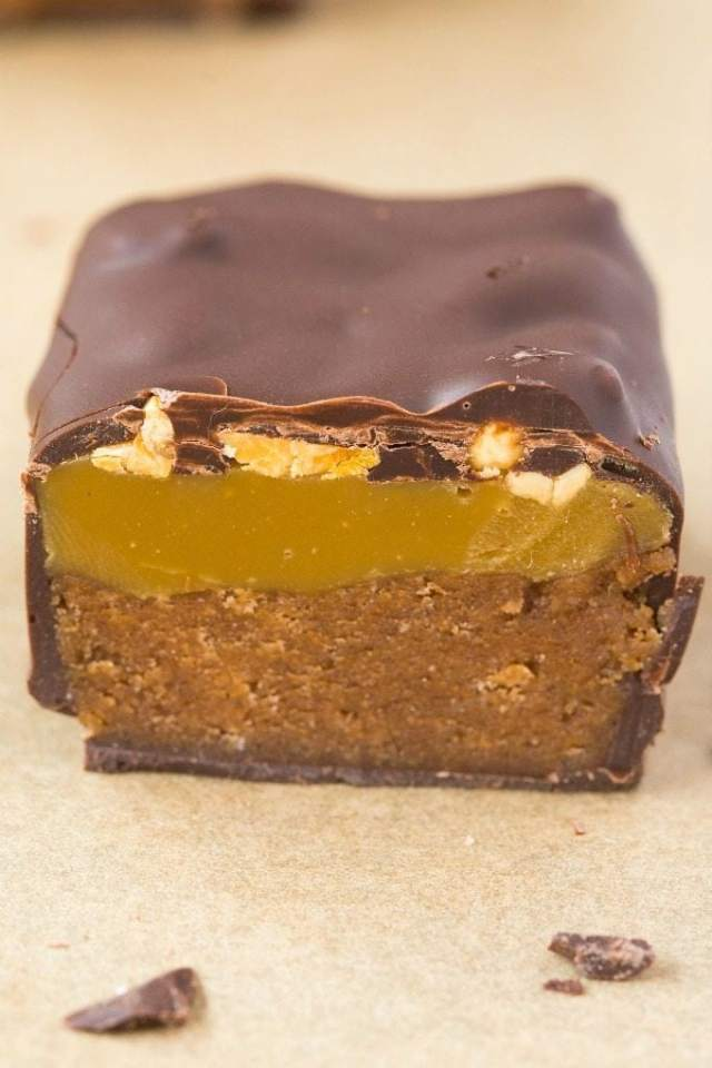 Healthy Homemade Snickers Bars (V, GF, P, DF)- Quick, easy no bake low carb snickers protein bars recipe using just 5 ingredients and ready in minutes- With or without protein powder! {vegan, gluten free, paleo}- thebigmansworld.com