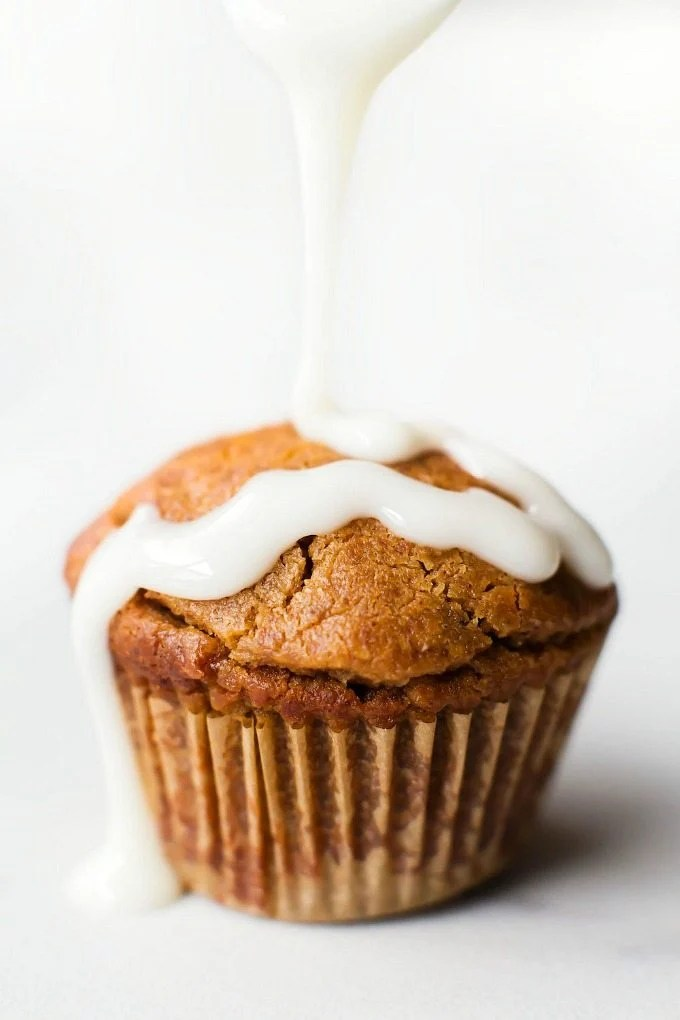 Low Carb Keto Cinnamon Roll Muffins (Paleo, Vegan, Sugar Free, Gluten Free)- A quick and easy recipe for fluffy bakery style high protein muffins tasting like a cinnamon roll- 6 ingredients, freezer-friendly and a healthy breakfast or snack! #ketobaking #lowcarb #proteinmuffins #sugarfree   Recipe on thebigmansworld.com