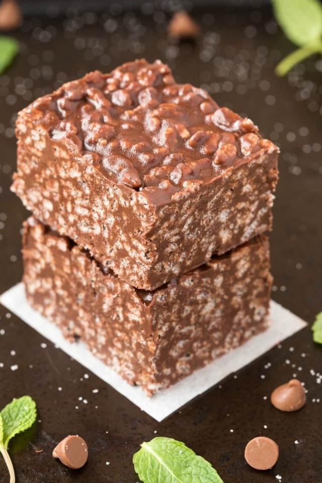 Homemade Keto Peppermint Chocolate Crunch Bars