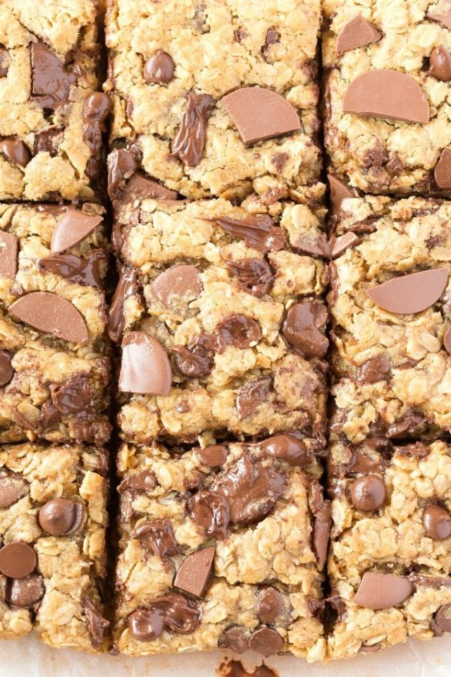 thick and chewy flourless banana oatmeal breakfast bars with chocolate chips