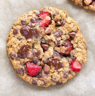 Easy Fresh strawberry cookies recipe made with oatmeal and banana! Soft, chewy and vegan and gluten free.