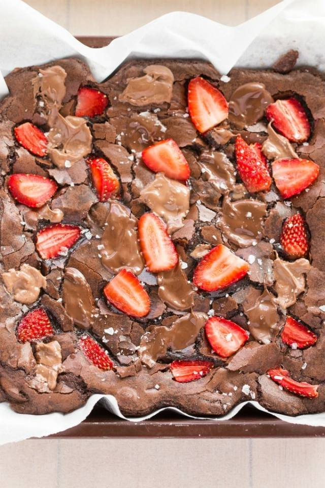 Easy chocolate strawberry flourless brownies- No grains, no butter, paleo, vegan and gluten free