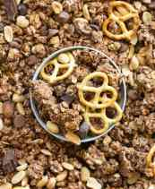 Easy gluten free and vegan chocolate peanut butter granola recipe
