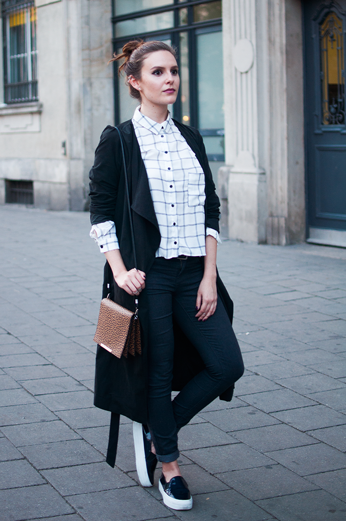 Cool Casual Look black and white grid blouse flatforms blogger Outfit IX