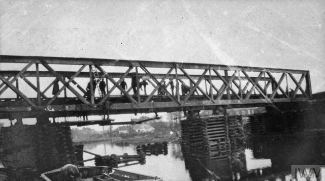 THE BRITISH EXPEDITIONARY FORCE ON THE WESTERN FRONT, 1914-1915 (Q 50292) Bridge over the canal near Erquinghem-Lys, being repaired by Royal Engineers, 6th Division, April 1915. Copyright: © IWM. Original Source: http://www.iwm.org.uk/collections/item/object/205284107