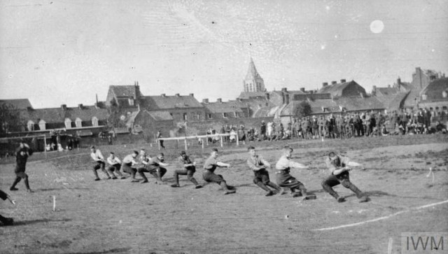 THE BRITISH EXPEDITIONARY FORCE ON THE WESTERN FRONT, 1914-1915 (Q 50229) Tug-of-war at a sports event, Erquinghem-Lys, March 1915. 18th Field Ambulance, 6th Division. Copyright: © IWM. Original Source: http://www.iwm.org.uk/collections/item/object/205284045
