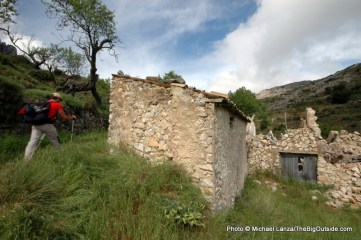 Trekking to the village of Sella.