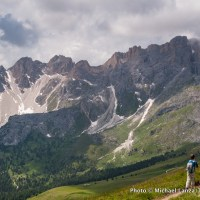 Hiking to Furcela dia Roa on the Alta Via 2 in Parco Naturale Puez-Odle, Dolomite Mountains, Italy.