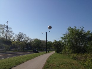 The channel 6 Zoo balloon looms over 76.