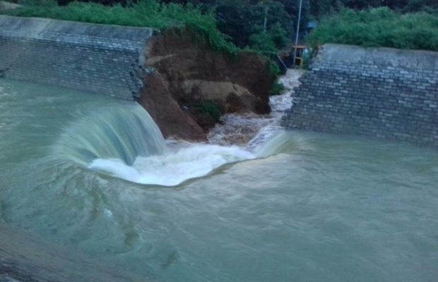 Collapsed wall of the Dam | The Bihar News