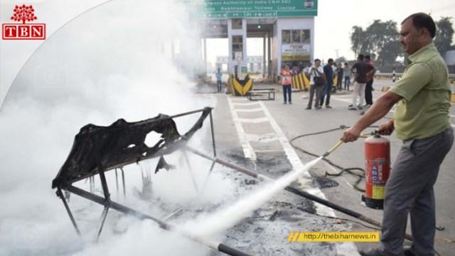 Mob set fire at Didarganj Toll Plaza | The Bihar News