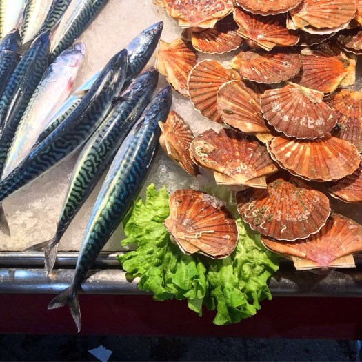 Photo of whole fish and shellfish on ice at the Rialto Market