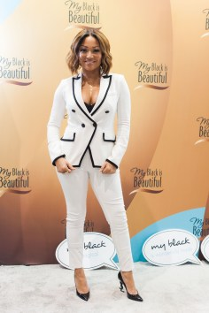 Chante Moore_2_at My Black is Beautiful booth_EMF