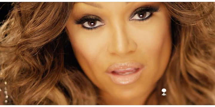 Chante Moore cover me in snow