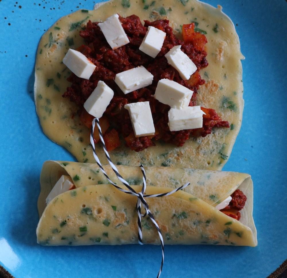Herzhafte Pfannkuchen mit Hackfleisch-Feta-Füllung