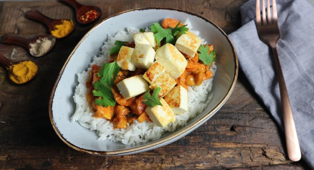 Curry mit Knuspertofu und Paneer
