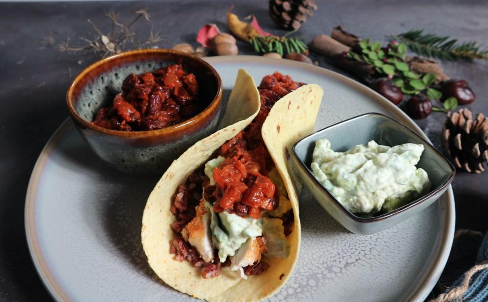 Burrito mit Knusperhuhn und Bohnenpaste