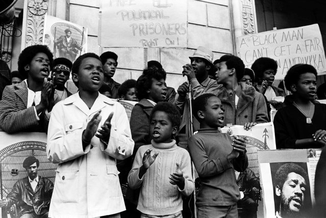 Black-Panther-Party_Guerrilla__07