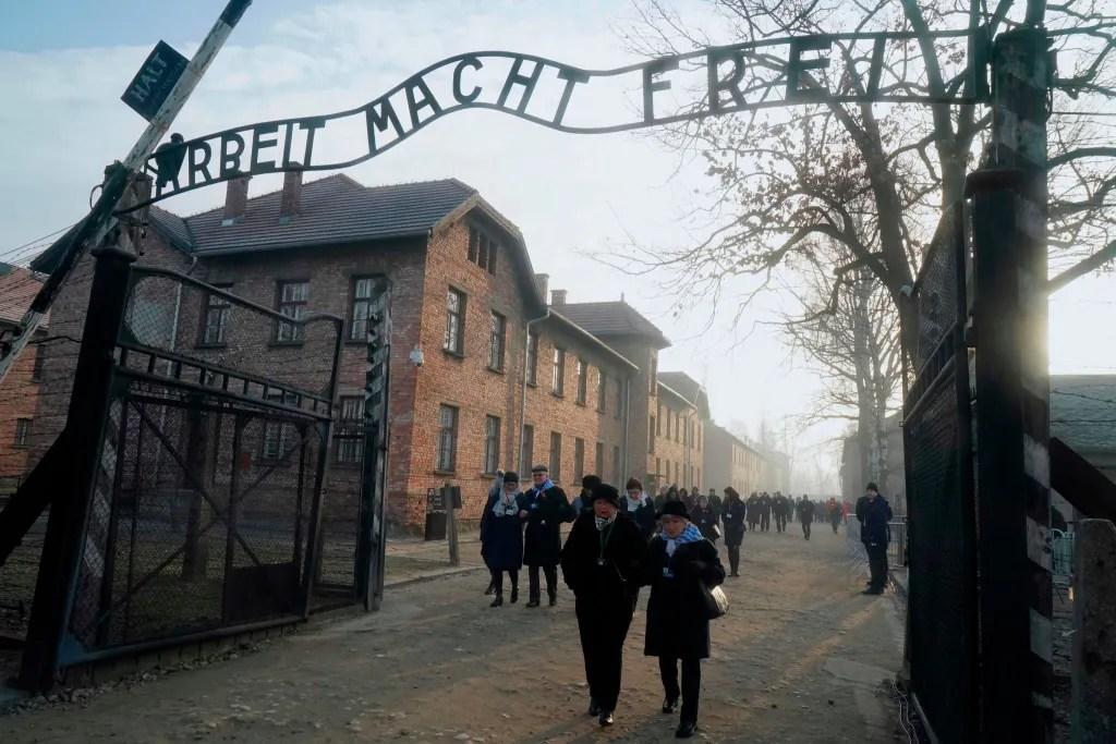 Holocaust survivors attend remembrance ceremony