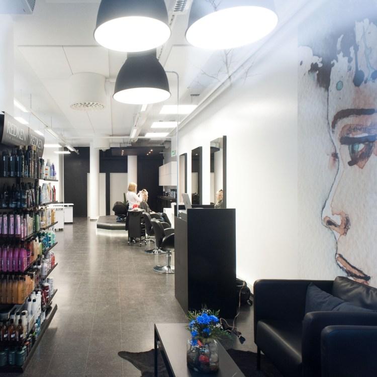 The Blade Hair Kaukajärvi Hair and Beauty Lounge parturi kampaamo hieroja kosmetologi