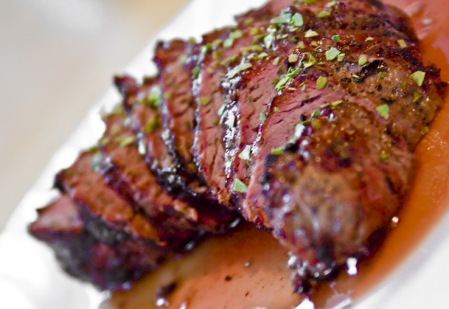 I vegetariani potabili reclami di studio mangiano segreto la carne