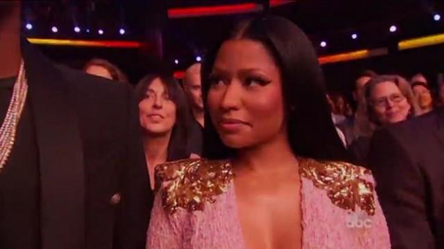 Se gli sguardi potessero uccidere, Nicki Minaj avrebbe ucciso ieri sera Jennifer Lopez ai AMA