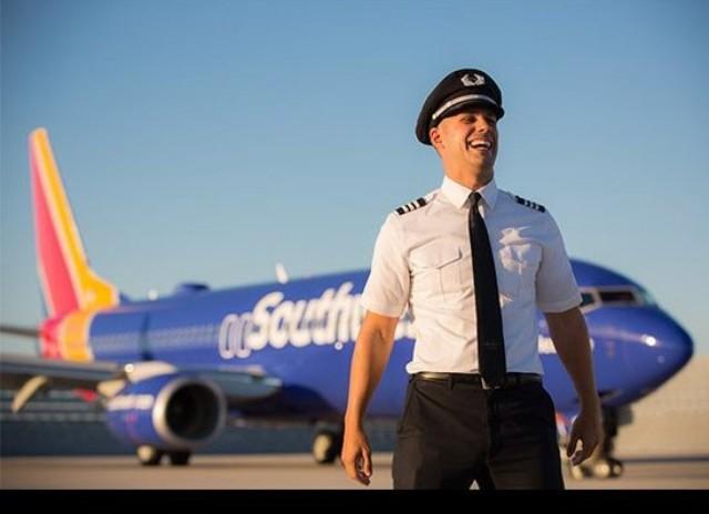 Southwest Airlines è GIUSTO (KK) con i passeggeri razzisti che danno dei calci ai musulmani fuori dei voli