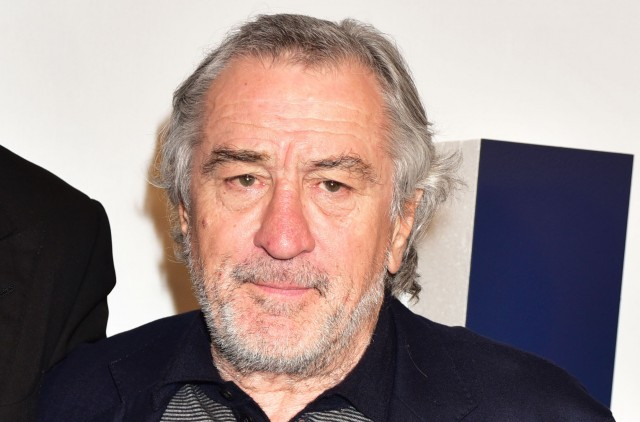 Robert De Niro che va fare commedia in piedi che suona già orribile