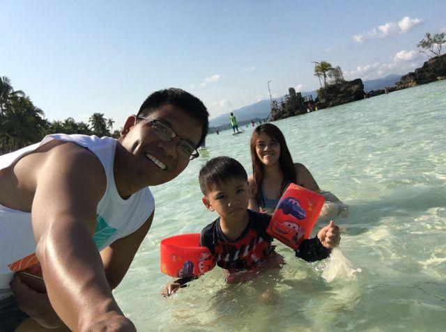 beach with bruce and Hubby at Boracay 2019