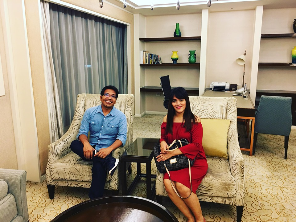 We have experienced to sit down on the sofa at their exclusive EDSA Suite.