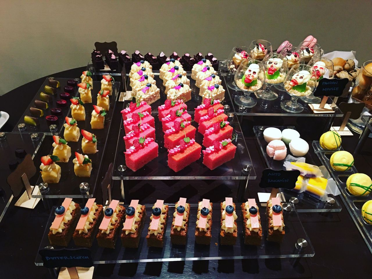 desserts in the Horizon Club Lounge