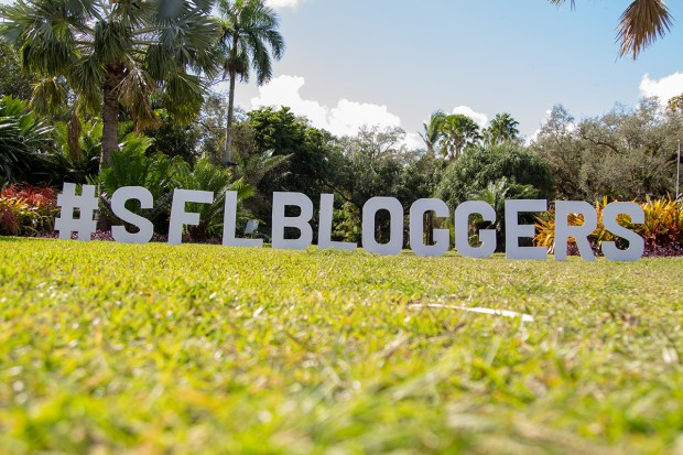 awards-2018-sfbloggers-white-letters