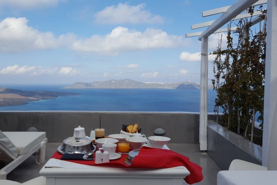 Blonde Wanderlust And My Top Five Tips For Stunning Santorini! 5