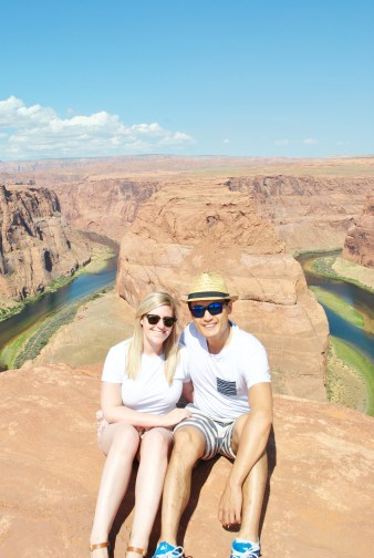 Couple at horseshoe bend
