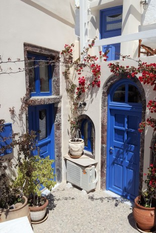Adorable homes in Oia.