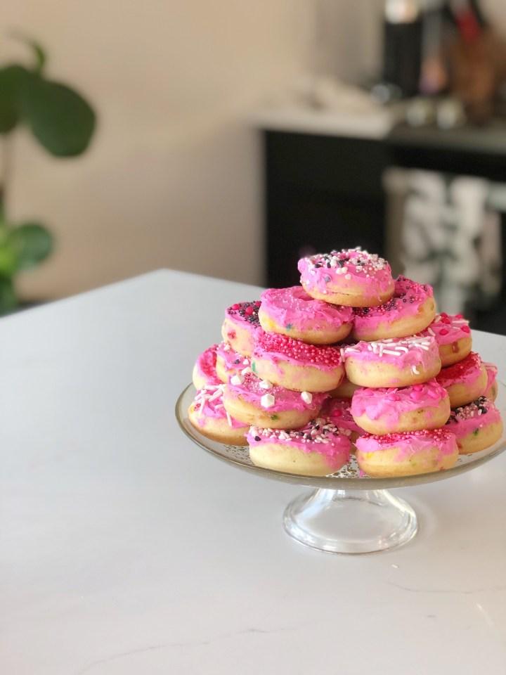 Valentine's Day Mini Donuts (mini cakes!!)