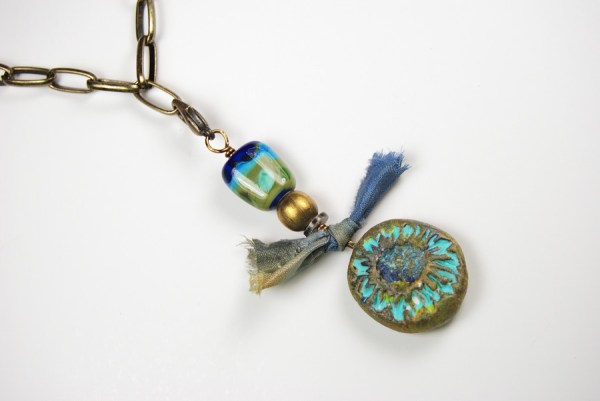 Well exposed photograph of necklace.