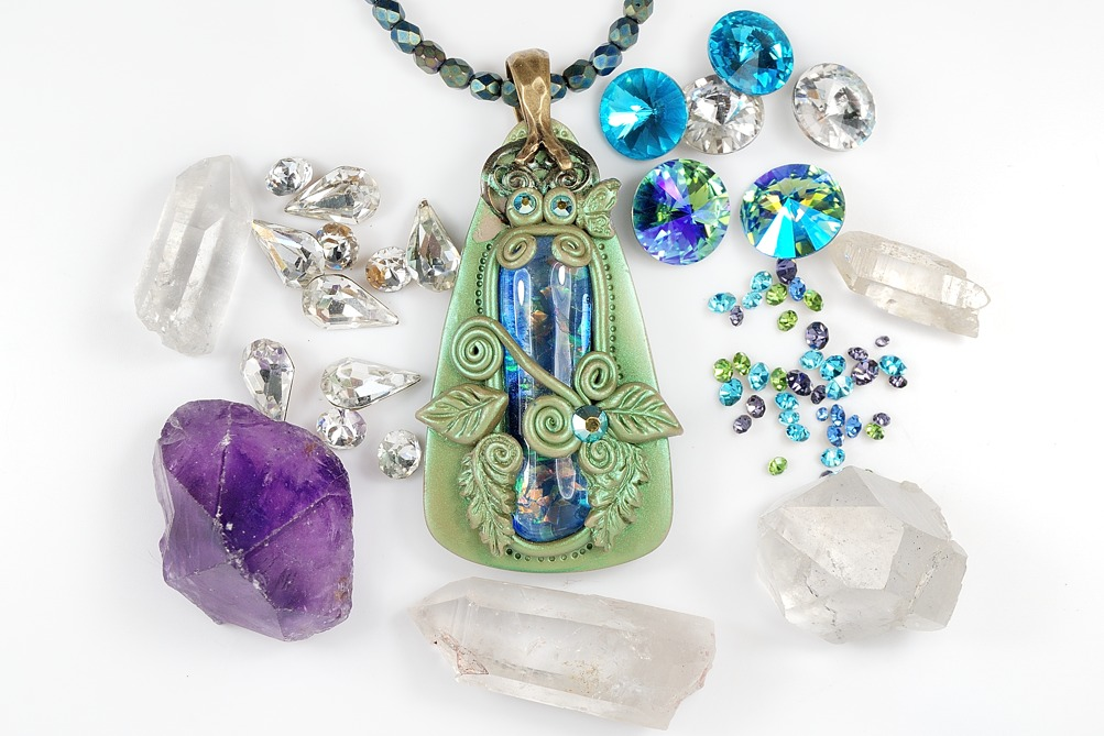 Can you bake crystals in clay? Learn how to use Swarovski and natural quartz crystals in polymer clay.