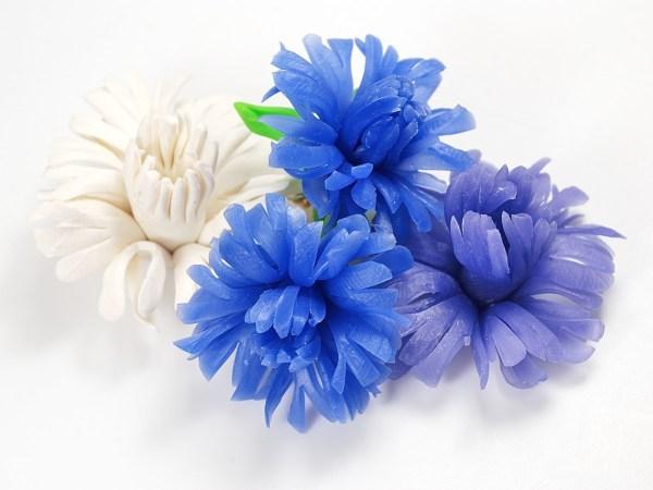 Polymer clay flowers made using Rusalina Cernit's tutorial.