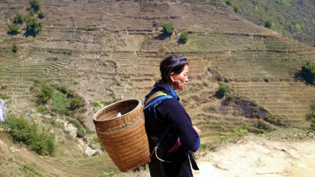 Black Hmong seller/trekking guide in Lao Chai village