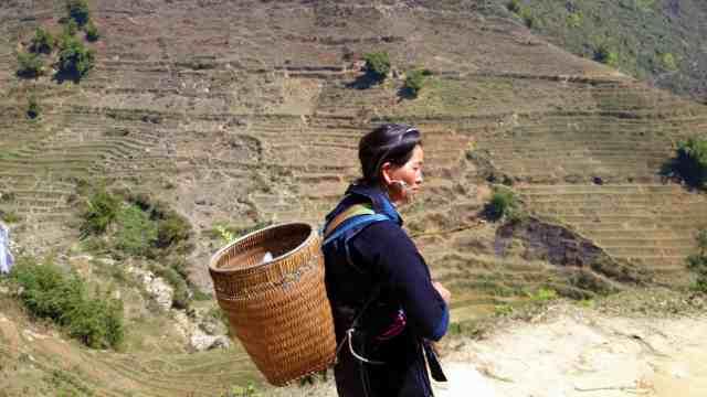 Black Hmong seller/trekking guide in Lao Chai village
