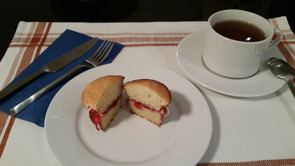 Cut Victoria Sponge plated nicely