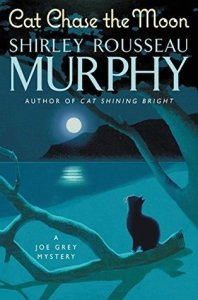 Cat Chase the Moon (Joe Grey #21)
