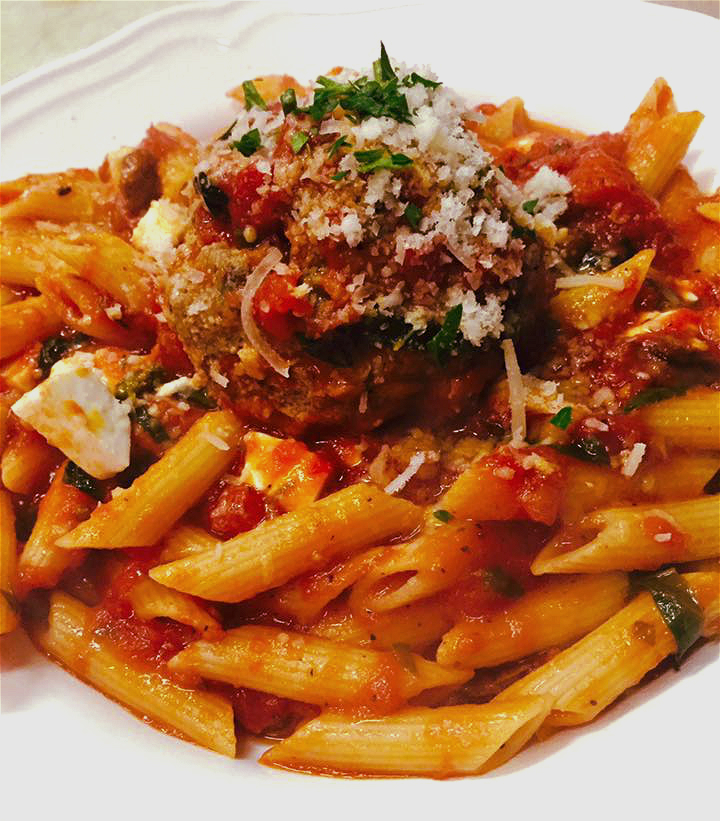 Fresh pasta with organic tomatoes
