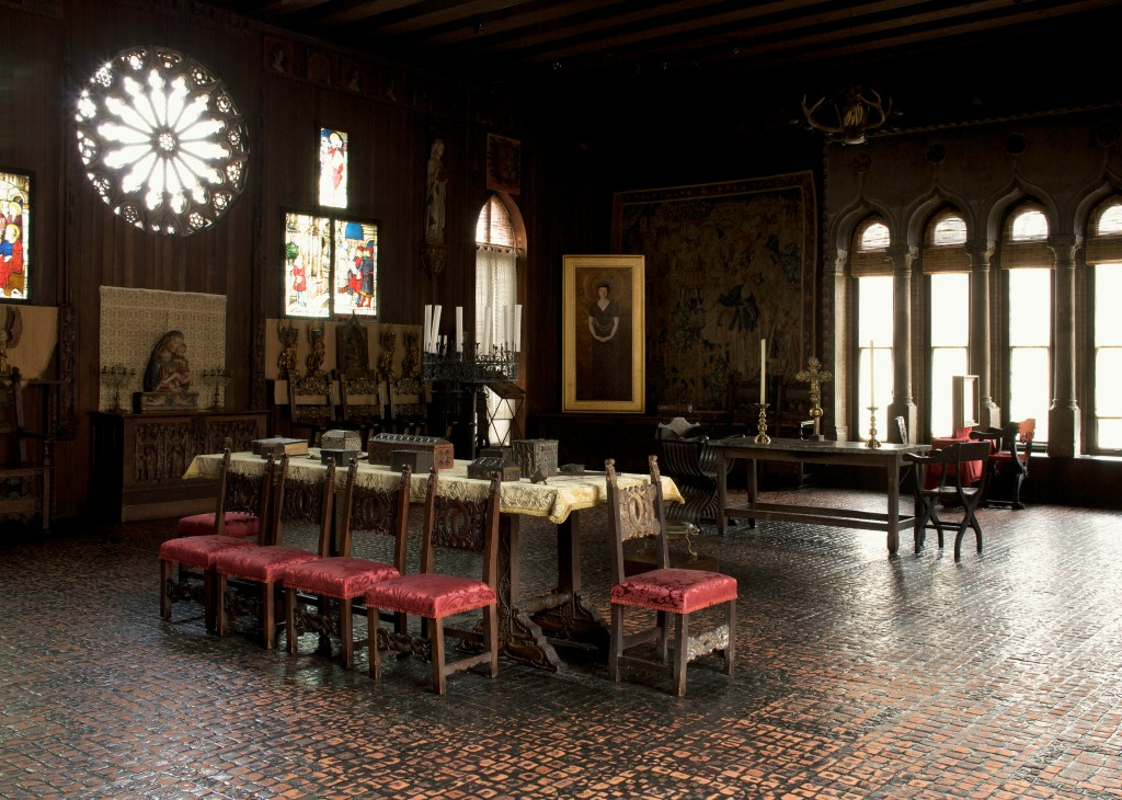 Gothic Room, Gothic Room