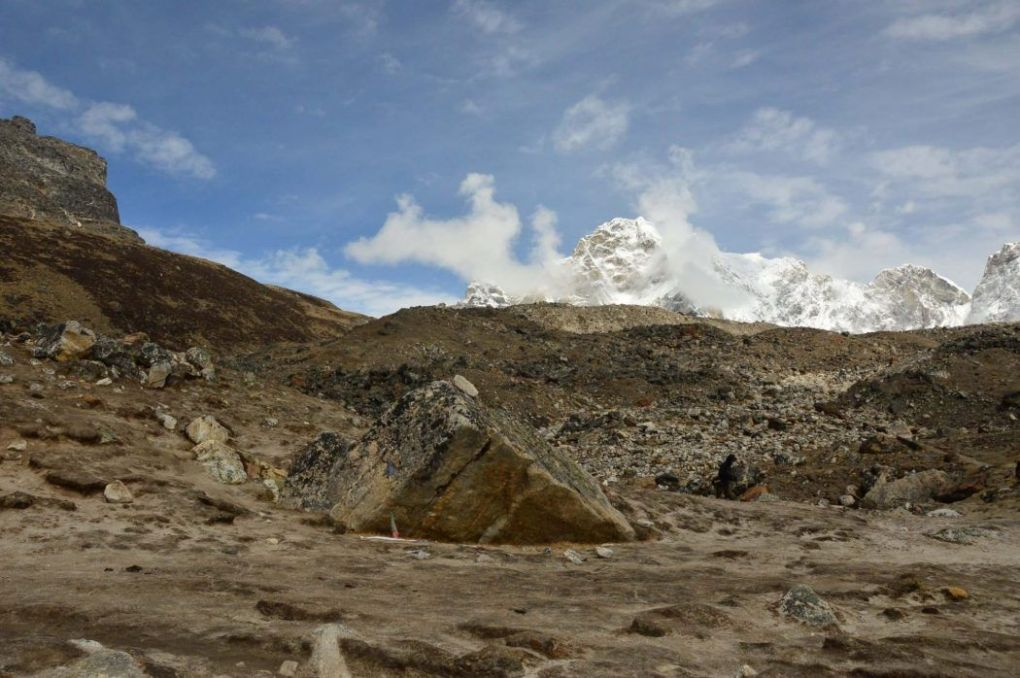 everest base camp trek heading down ground and mountains